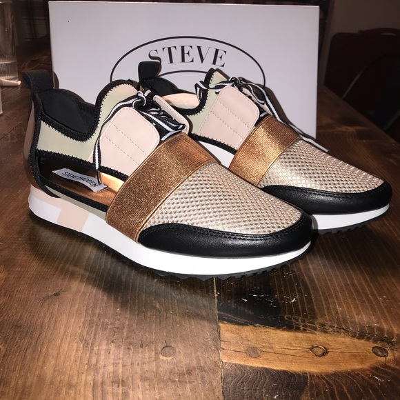 4a81fcb8ded Steve Madden Size 11 Arctic Sneaker in Rose Gold. M 5bc589876a0bb727933b6a18